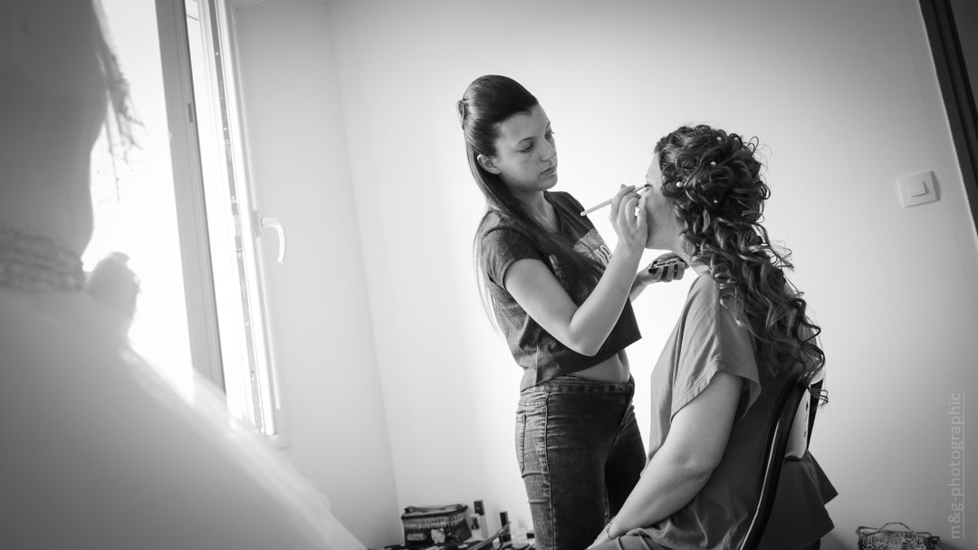 Photographe annecy geneve preparatifs mariee maquillage photo
