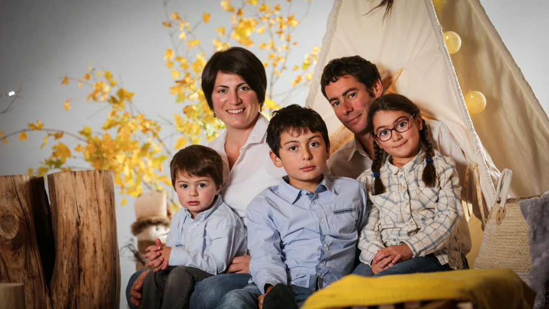Photographe annecy shooting photo famille enfants petits decor studio geneve noel ambiance stylisme ape 8