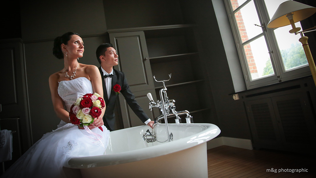 Photographe mariage couple baignoire annecy